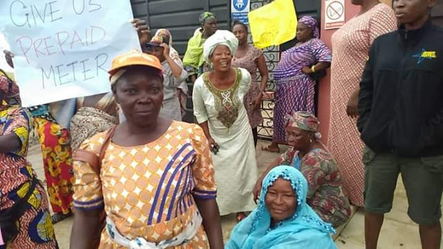 Photos: Residents of Ikorodu community protest 19 days blackout