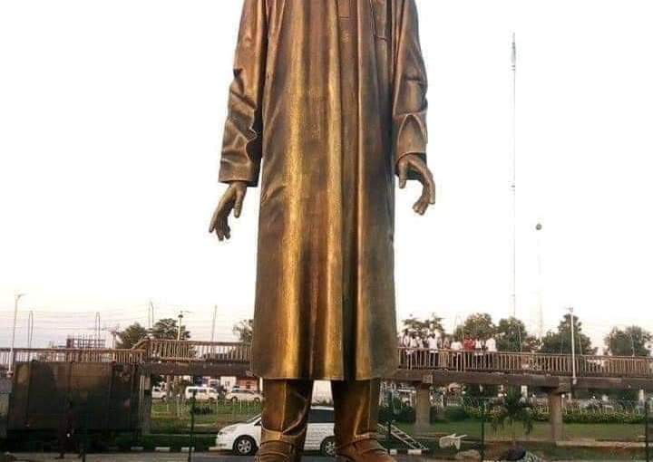 Imo Outgoing gov. Rochas okorocha Unveils President Buhari's Statue In ImoState