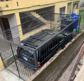 Man cages his Jeep after using his last cash to purchase it(photos)