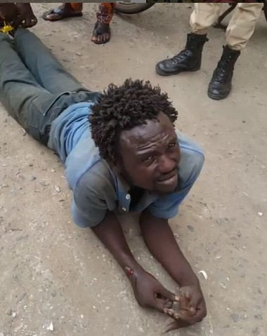 Acting Mad Man caught while trying to kidnap a child in River's state (photos)