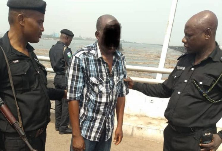 Another Man prevented from jumping into Lagos lagoon By ThePolice