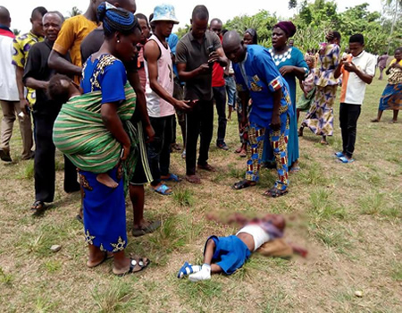 Reckless driver kills 4 primary school pupils while charting and driving (graphicphotos)