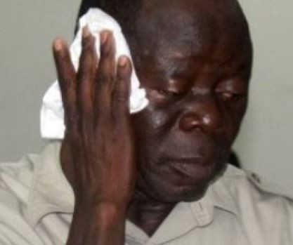 Oshiomhole Beaten Up By Thugs in Edo State
