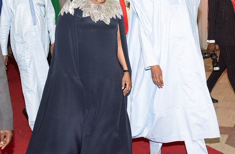 Aisha Buhari rocks $2,145 Oscar De LaRenta cape dress to Democracy Day gala night (photos)
