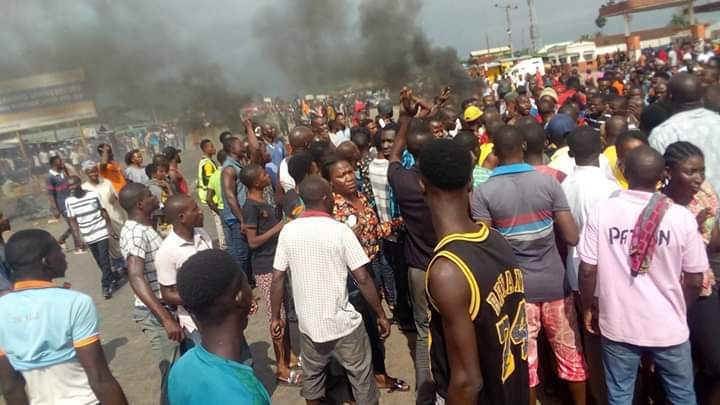 Fulani's and Benin Youths clashes, after Suspected Fulani herdsmen butchered a Woman in Benin (photos)