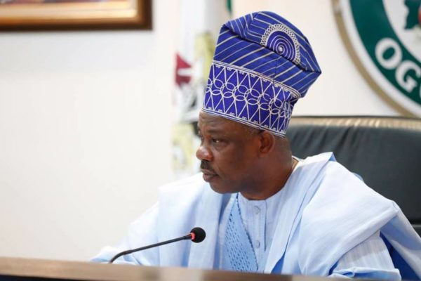 Former Ogun state Gov. Amosun, Surrenders 1000 AK47 Rifles and 4000 Bullets To ThePolice