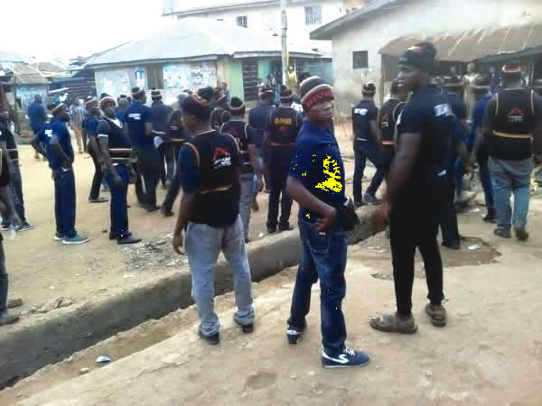 Portharcourt Mile 12 Boys drives Sars officers away with stones and bottles (photos&video)