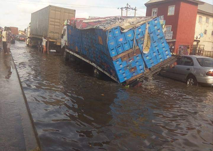 Another Atlantic Ocean breaks forth at Nkpolu Rumuigbo Portharcourt, Residents cries out (photos)
