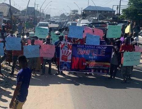 Angry Delta youths protest against 'yahoo yahoo'boys