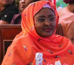 Aisha Buhari arrives Nigeria after her long stay inUK