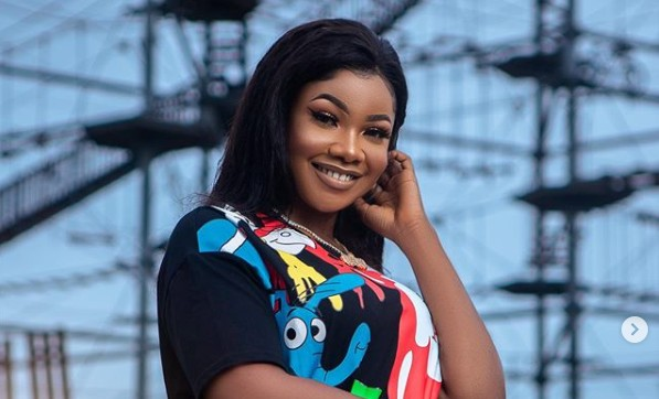 @symply_tacha smells goooood – Daddy freeze smells Tacha to confirm if she has body odour (photos/video)