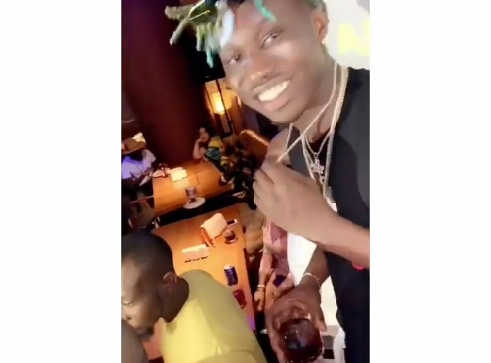 Davido Gives Zlatan Ibile His $40k Diamond Neck Chain
