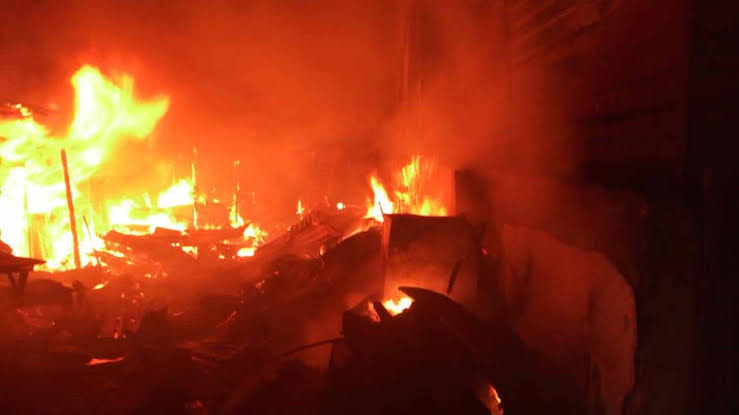 Benin Ekiosa Market Fire: Thieves Return Stolen Items