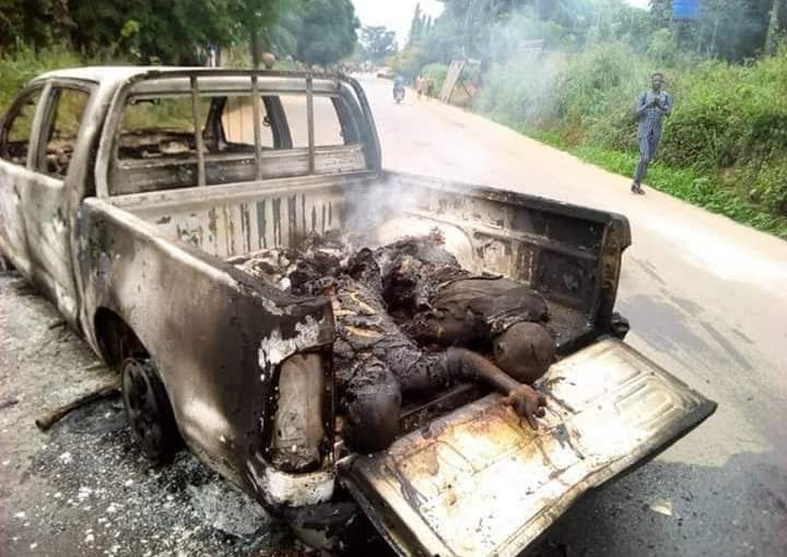 Angry IPOB Members Burns 2 Policemen Alive In Anambra – (GraphicPhotos)