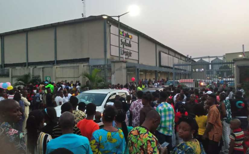 Crowd Forces Port-Harcourt Mall To Shut Its Gate