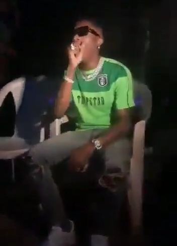 Photos Of Wizkid Yawning Due To Hunger After Performing In Ilorin