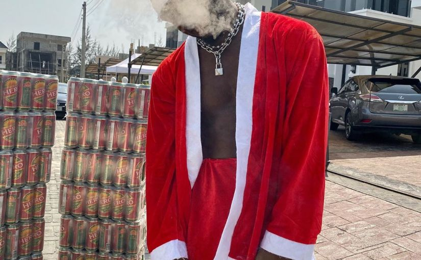 Zoro Smokes And Drinks To Celebrate Christmas (Photos)